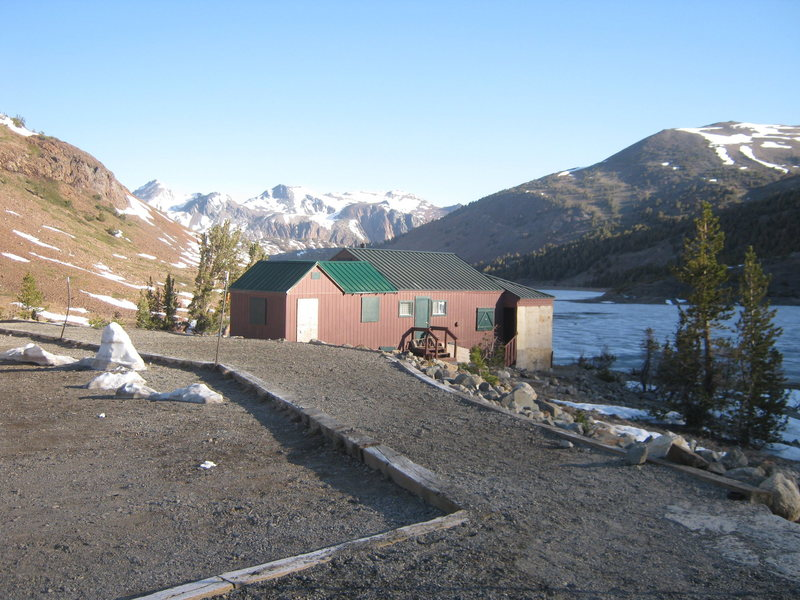 Rock Climbing Photo: Trailhead looking north. Saddlebag Lake frozen ove...