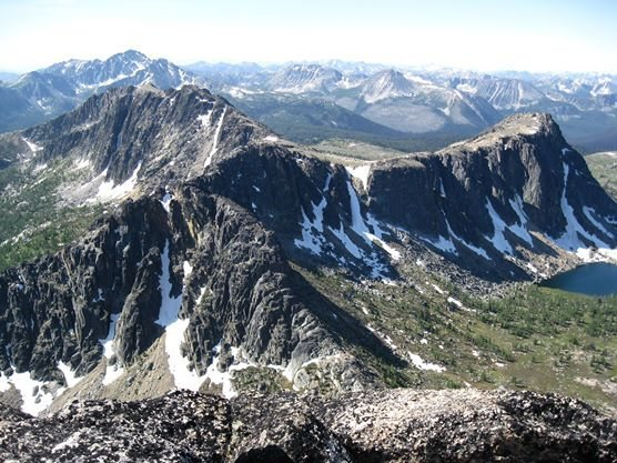 Amphitheatre Mtn. from the summit of Cathedral Pk. (Upper Cathedral Lake with Amphitheatre's North Buttress above are on the far right)