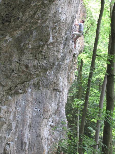 A climber at the crux of Dezentraler Energiepfad.