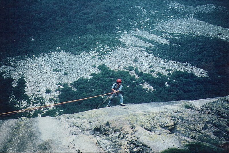 Rock Climbing Photo: Paul Ross on the 165 ' rap to find the top of pitc...