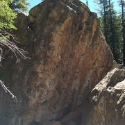 Rock Climbing Photo: Another happy boulder; it has some loose pieces bu...
