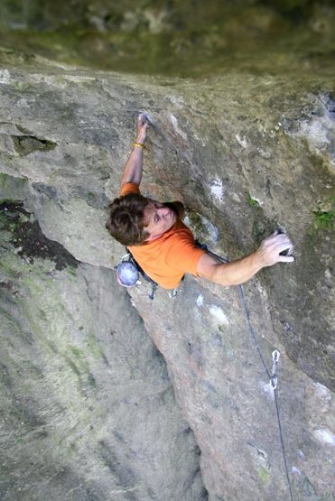 Markus Maier at the top making the big span move to the last pocket before the jugs at the end. Photo from https://www.frankenjura.com/klettern/poi/6048