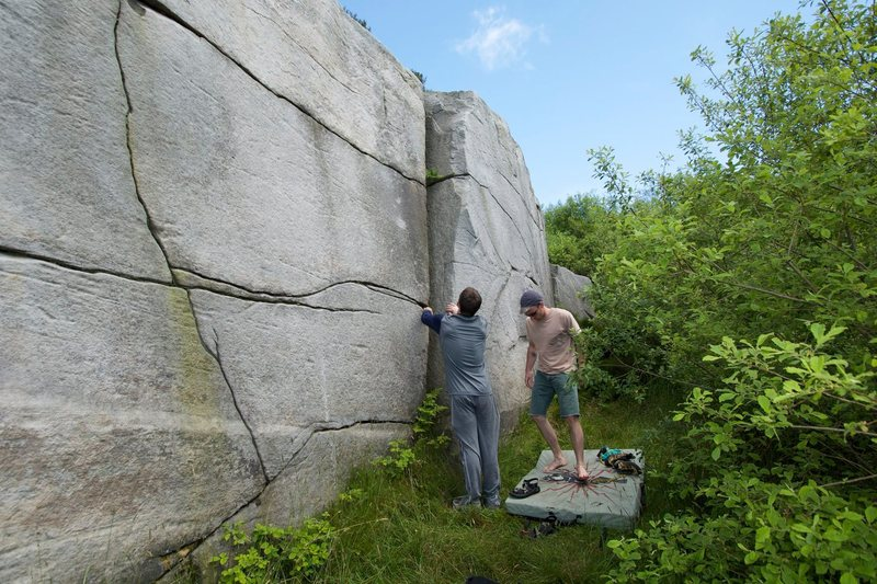 Rock Climbing Photo: Brimstone Edge (Fire and Brimstone, The Layback, M...