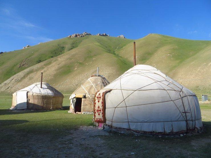 Kyrgyz yurt camp in Tash Rabat