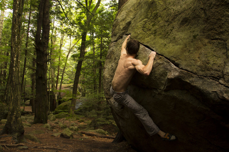 Rock Climbing Photo: Making the reach on Hobbit Hole