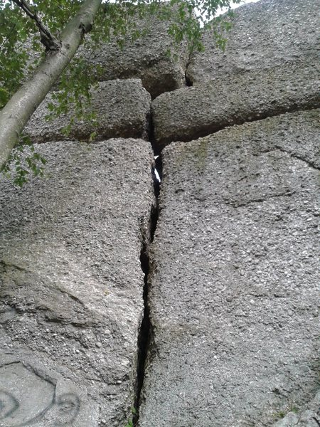 Rock Climbing Photo: Just right of the splitter is Cobblestoned.