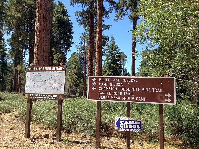 Turn right onto 2N86 at this Tee in the road to reach Bluff Mesa Group Camp and Black Bluff, Big Bear South