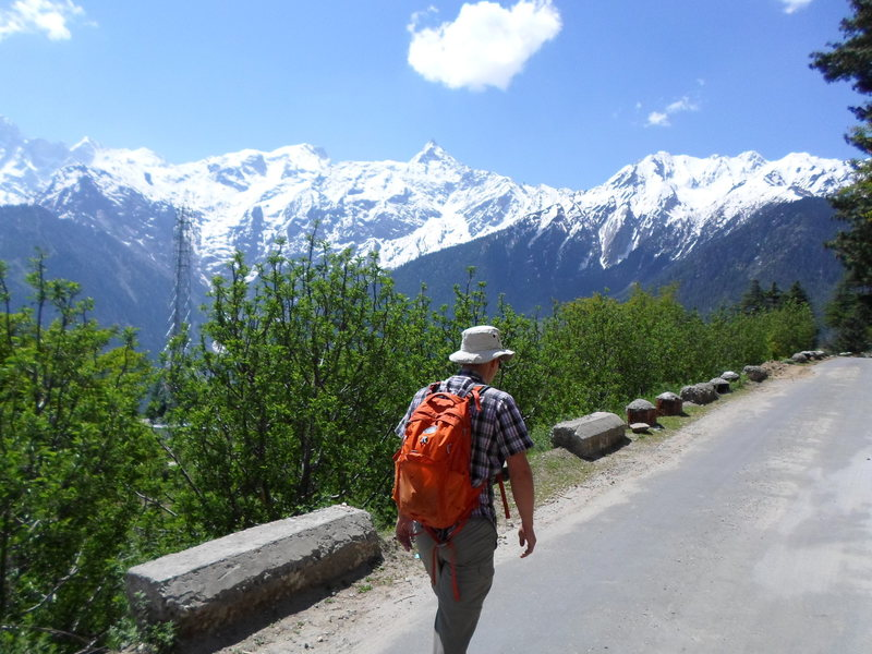 The road from Kalpa to the cliffs.