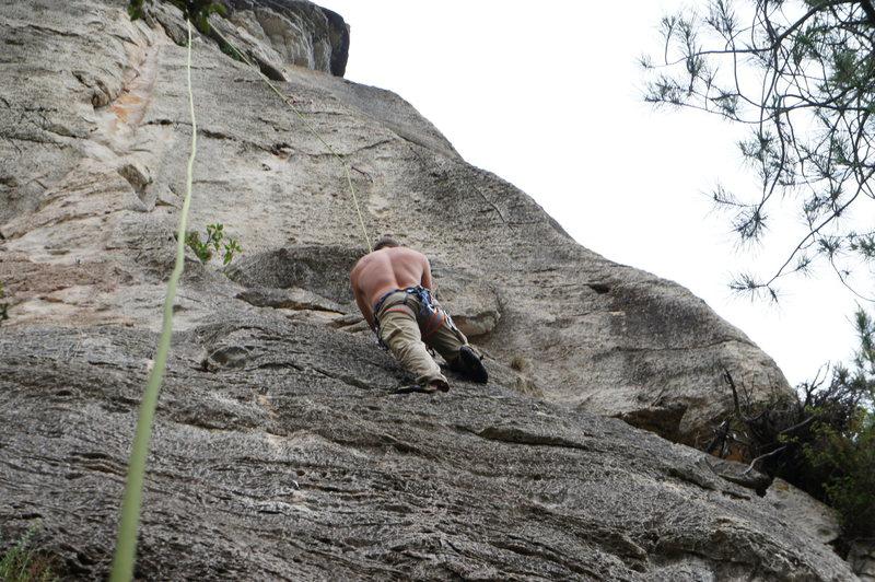 Tristan top-roping El Pinet@SEMICOLON@  Rhinolophus del terra dura follows the corner to the left.