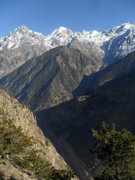 view down to Sutlej river (at 6000ft) and up to Jorkanden (21000ft)