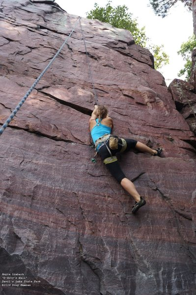 Rock Climbing Photo: why not heel hook?