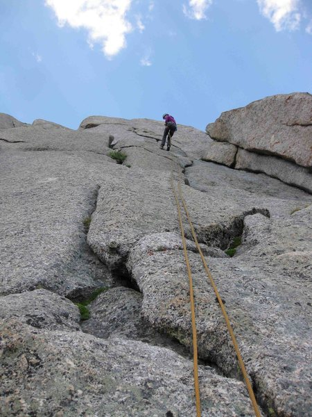 Second of four raps from S. Buttress.  Easy with single 70 m rope.  Consider angling climber's right at start of rappel to avoid pulling rope into dihedral on left.