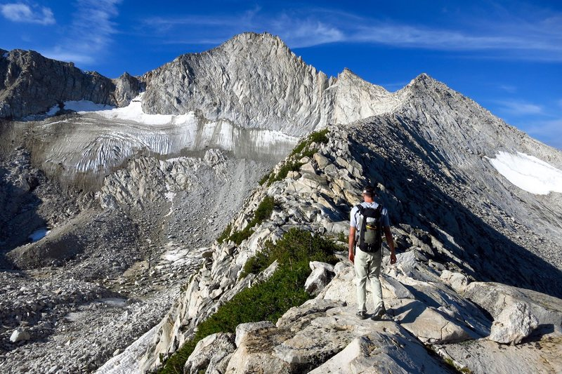 Hiking to the N ridge of Conness