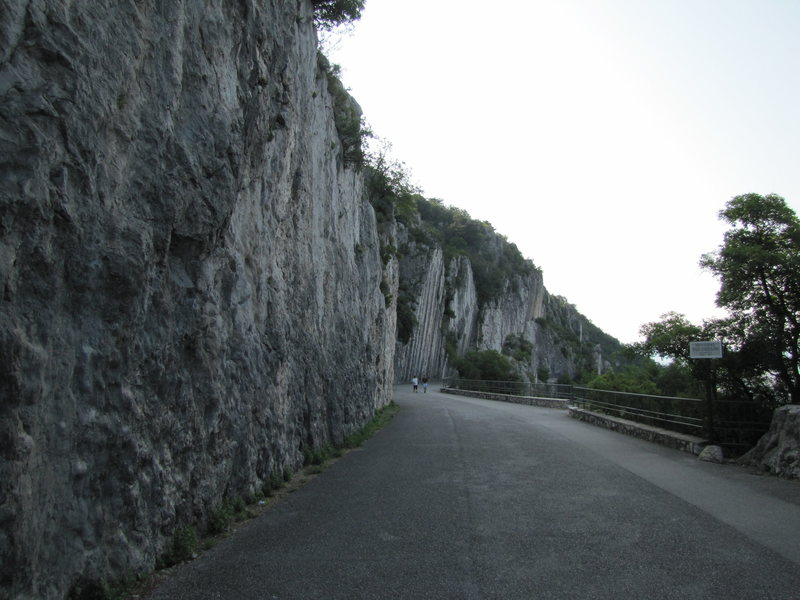 The road along the crags. Sector A is here on the left and B is the next overhanging wall.