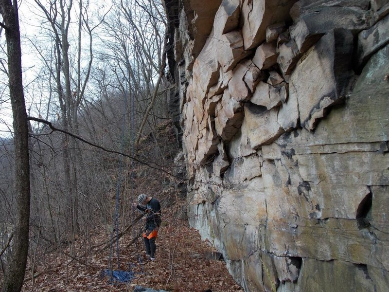 Getting set up at the main wall of Flood Rocks for some November climbing in SWPA.