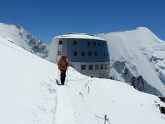 Rock Climbing Photo: Is that the Gouter Hut, or a spaceship?