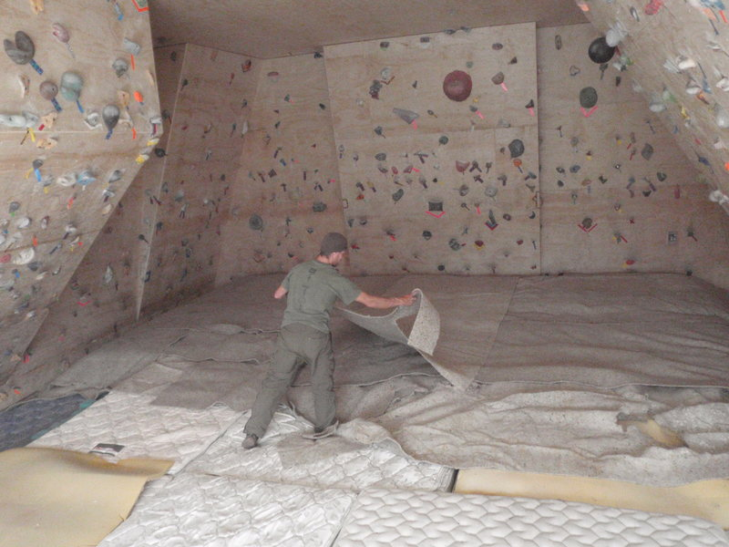 Rock Climbing Photo: Cover the mattresses with old carpet padding to ev...
