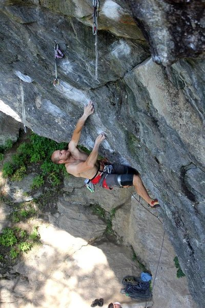 Andy Neuman exhibiting the new beta on Tin Man. Tin man cuts left toward the long draw. Tin monkeys traverse up and right to the long black and white draw at the start of Flying Monkeys Crux