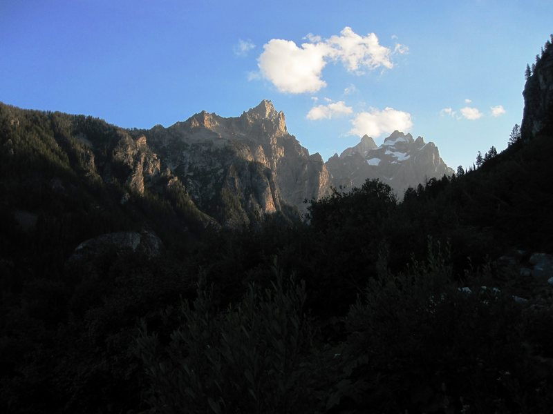 Rock Climbing Photo: Cascade Canyon at dusk. Teewinot on the left, Owen...