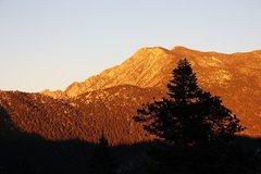 Rock Climbing Photo: San Jacinto Peak from below the lookout, Black Mou...