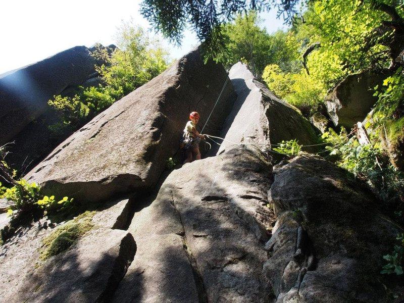 Rock Climbing Photo: Rapping down.