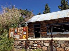 Rock Climbing Photo: Coon Creek Cabin (1N02), Barton Flats Area