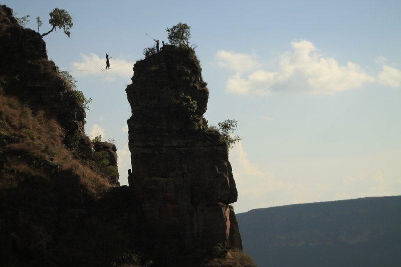 high line la mojarra rock climbing.