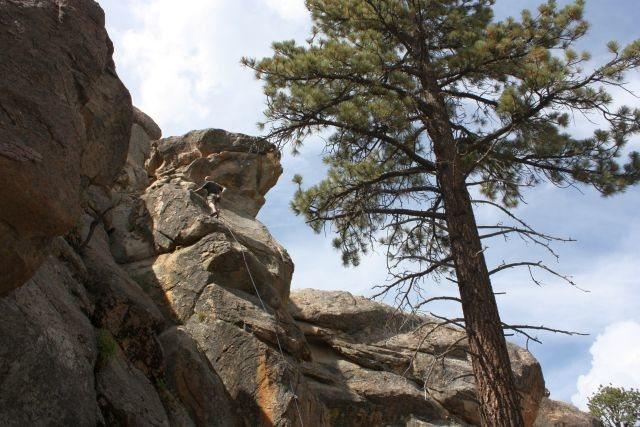 Rock Climbing Photo: Smackdown (5.8), Holcomb Valley Pinnacles
