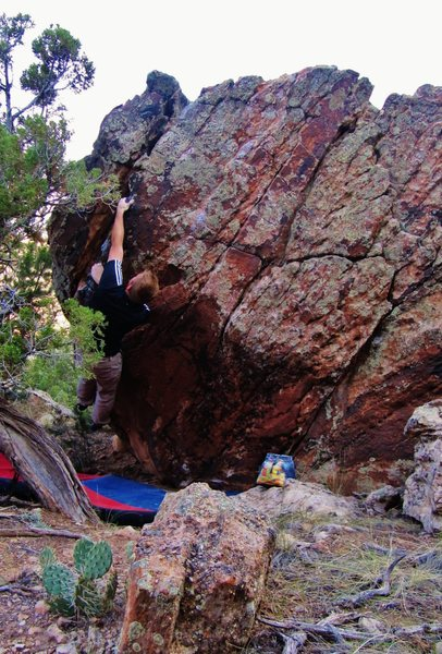 Rock Climbing Photo: Crossing over to the diagonal sidepulls on Writ In...