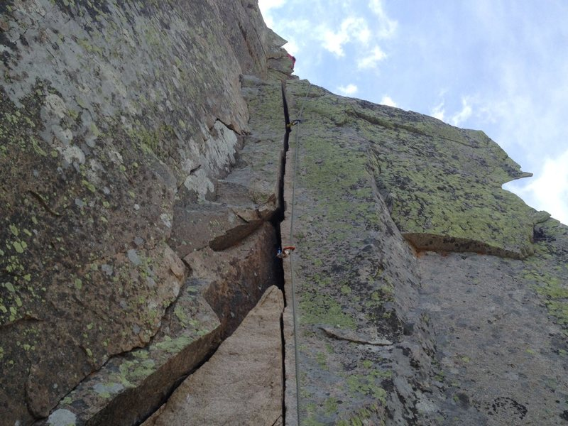 The 5.8 hand crack variation. MAJOR exposure once around the right side of those flakes above.
