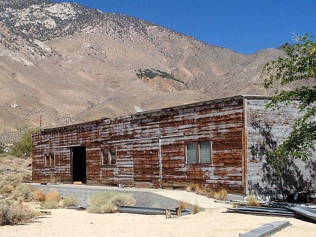 Weathered building in Olancha, Sierra Eastside