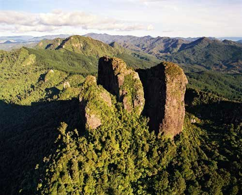 Rock Climbing Photo: Castle Rock, Coromandel. Great multipitch sport cl...