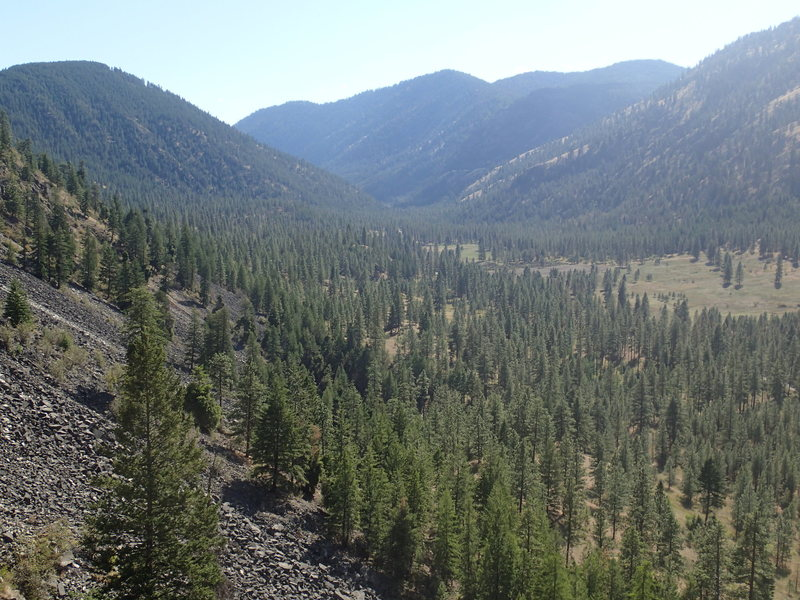 Rock Climbing Photo: Sinlahekin Valley looking south toward Fish Lake f...