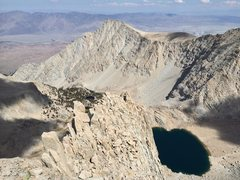 Rock Climbing Photo: The final summit ridge, with Lone Pine Peak in the...