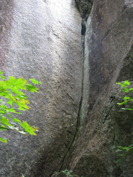 Rock Climbing Photo: This is a very obvious crack in corner around left...