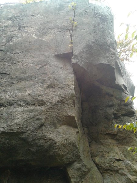 Piton Crack follows the obvious thin splitter. Not an easy route to get a solid picture of!