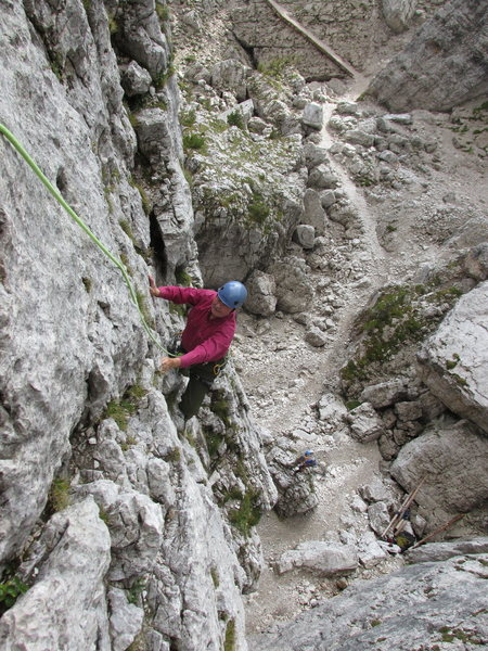 Approaching the second belay stance and possible step-across to Torre Quarta Alta.