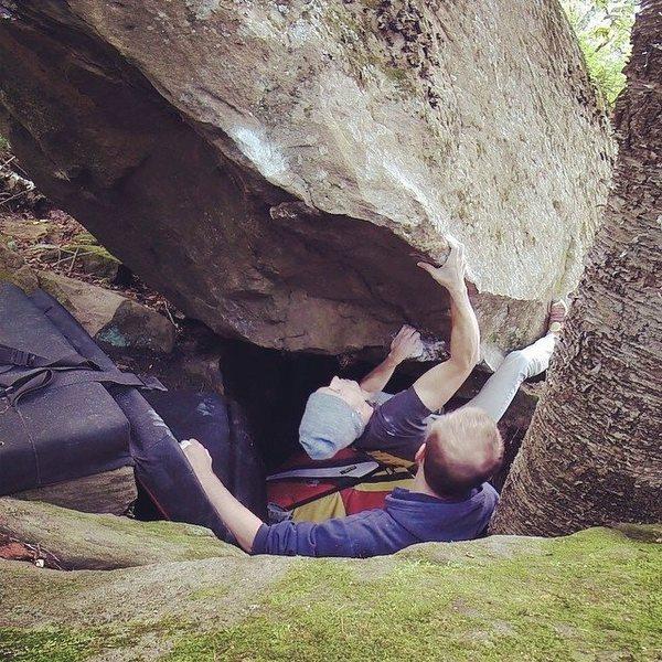 Jared Penrod at the crux moves of Tengo De La Muerte (V10).