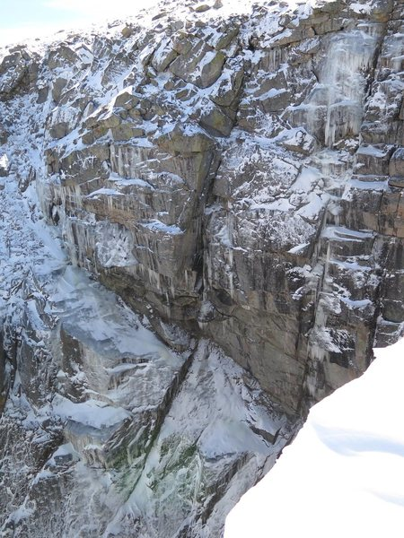 The route follows the icy chimney feature to the left of the ice trying to form on Silhouette.