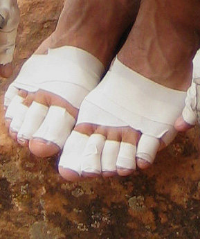 Rock Climbing Photo: Taping feet for ringlock to thin-hand sized crack