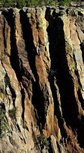 Darren Mabe seduced on the FA of Bertilak, Oct 2014. Kevin Kent at the belay.<br> Photo: Wade Forrest
