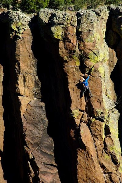 Darren Mabe beginning the crux of Bertilak on the FA.<br> Photo: Wade Forrest