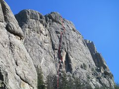 Rock Climbing Photo: Route goes up nice hand cracks and chimneys to fin...