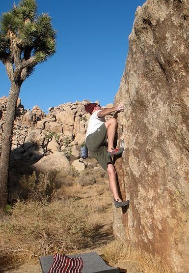 Rock Climbing Photo: Bob (V1) on the Marley Boulder, Joshua Tree NP