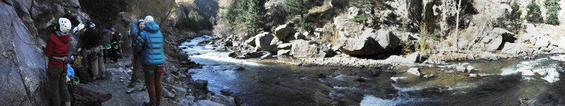 Panoramic of the crag looking toward trail to parking. Easy access with a short flat hike.