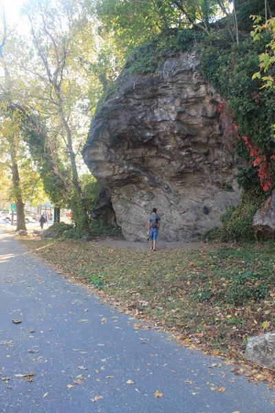 Rock Climbing Photo: The first crag near Lincoln and Ridge. Danger Dam ...