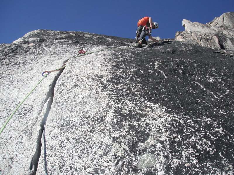 Rock Climbing Photo: Upper pitches on Crescent Tower, Bugaboos.