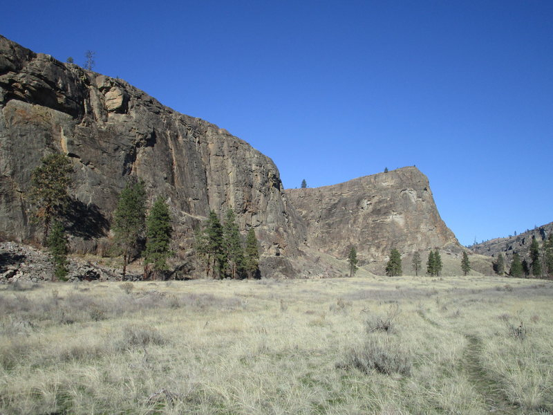South Canyon (left) and SE Buttress of the Main Canyon (right) from the south