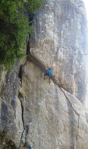 Rock Climbing Photo: Short guys get to use a half-pad, three-finger und...