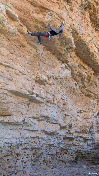 Ed starting the crux of<br> Rolling Thunder (5.13a)
